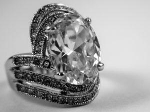 婚約指輪 ダイヤモンド カット オーバルカット
