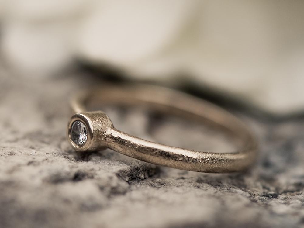 婚約指輪 普段使い 覆輪留め ベゼルセッティング